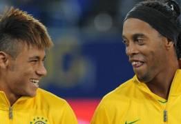 Ronaldinho vê Neymar no nível de Cristiano Ronaldo e Messi