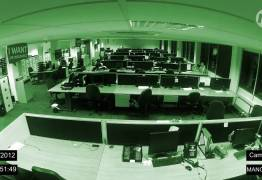 VEJA VÍDEO: Câmera de segurança em escritório, na Inglaterra, flagra eventos paranormais
