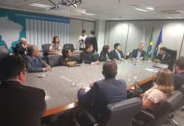 Aguinaldo participa de reunião no INSS com prefeito de Araruna para instalação de agência do órgão