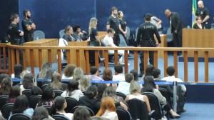 32979225634 22160a58c8 o 1 300x168 - Homem confessa o assassinato de estudante universitária e é condenado a 23 anos de prisão