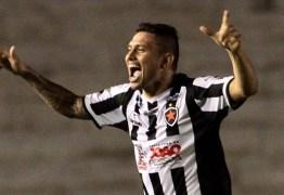 Atacante do Botafogo-PB celebra 15 gols na temporada e quer mais contra o Treze