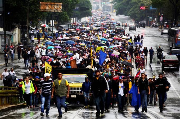venezuela protesto 20170413 033 - Em meio a crise financeira venezuelanos são obrigados a enterrarem parentes dentro de casa