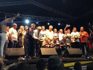 18254557 1425314537524708 869132208 n 300x225 - Governador Ricardo recebe título de cidadão carrapateirense; veja vídeo