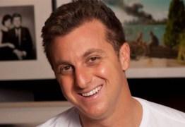 Luciano Huck é internado para retirada de hérnia inguinal