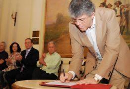 Ricardo lança programa que institui bonificação para os professores