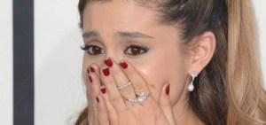 ariana grande esta bem de saude 1343375 300x141 - SHOW BENEFICENTE: Ariana Grande emociona público com versão de 'Somewhere Over the Rainbow'