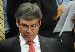 Senador paraibano diz que Temer não renuncia por medo de ser preso