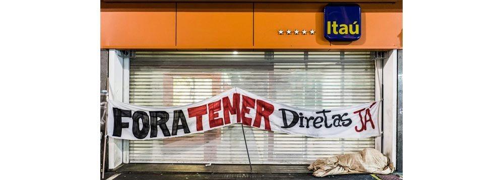 foto - A FOTO: O Itaú, que apoiou o golpe, o mendigo e o grito preso na garganta