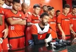 Em meio a protestos da torcida, jogadores do Campinense pedem desculpas após vexame