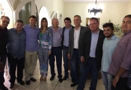 Ministro da agricultura está no estado e é recebido por políticos paraibanos