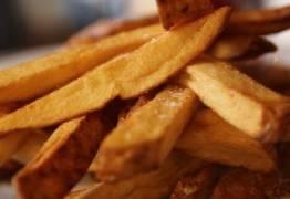 Comer fritas duas vezes por semana dobra risco de morte precoce, diz estudo
