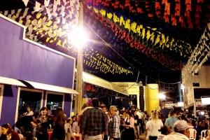 maior sao joao do mundo em campina grande 300x200 - VEJA VÍDEOS: Artistas usam poesia para protestar contra sertanejo no São João de Campina Grande