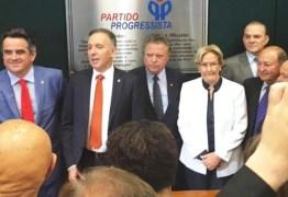 Líder Aguinaldo Ribeiro recepciona ministro da Agricultura, Blairo Maggi, em Campina Grande