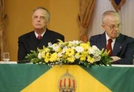 VIDA LONGA AO REI? Encontro monárquico brasileiro pede a volta da monarquia no país