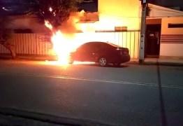'É CRIMINOSO!': Renato Gadelha quer investigação sobre incêndio em carro de vereador