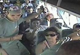 Bandidos fazem arrastão em ônibus e deixam estudante em rodovia, na PB