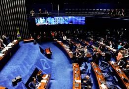 VEJA VÍDEO: Senadores quase partem pra briga no meio no plenário