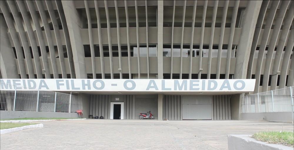 almeidao - Um dia após invasão na Maravilha, Belo faz treino fechado no Almeidão