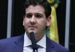 André Amaral tem pedido acatado pela justiça, artistas deverão apagar mensagens com acusações falsas sobre o deputado