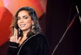 Cantora brasileira têm malas revistadas pela Receita Federal