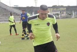 Rafael Oliveira lida bem com pressão, mas pede que a torcida troque crítica por apoio