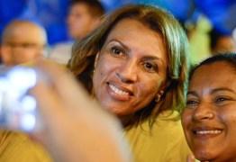 Secretária de Ricardo vaiada em evento com presença de Dilma