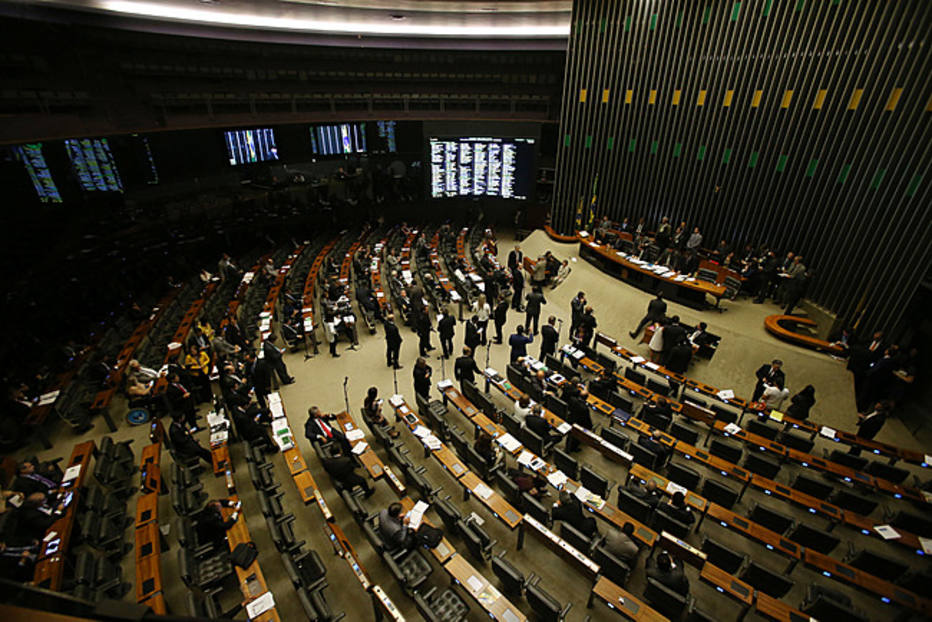 """plenário câmara - Deputados criam frente partidária para barrar o """"distritão"""" na Câmara"""