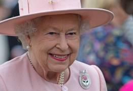 Rainha Elizabeth usa redes sociais pela primeira vez para postar TBT