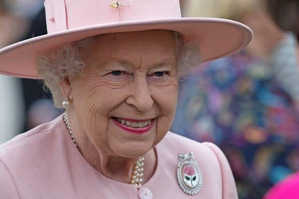 rainha elizabeth II 1 - Rainha Elizabeth usa redes sociais pela primeira vez para postar TBT