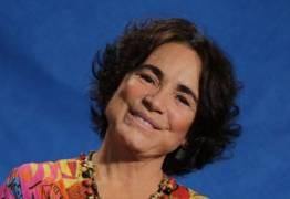Regina Duarte interpretando ela mesma em 'Pega-Pega'