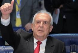 Jarbas Vasconcelos é o primeiro peemedebista a anunciar voto contra Temer