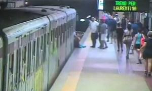 xmulher metro roma.jpg.pagespeed.ic .qfzjo0LLZb 300x180 - VEJA VÍDEO: Mulher é arrastada ao ter bolsa presa em porta de metrô