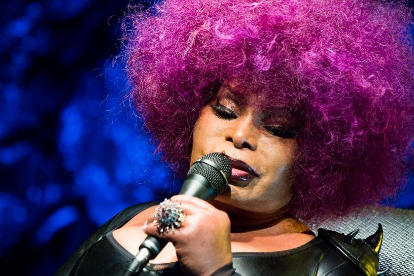 010417MM Elza Soares show023 - Elza Soares é confirmada no Red Bull Music Festival