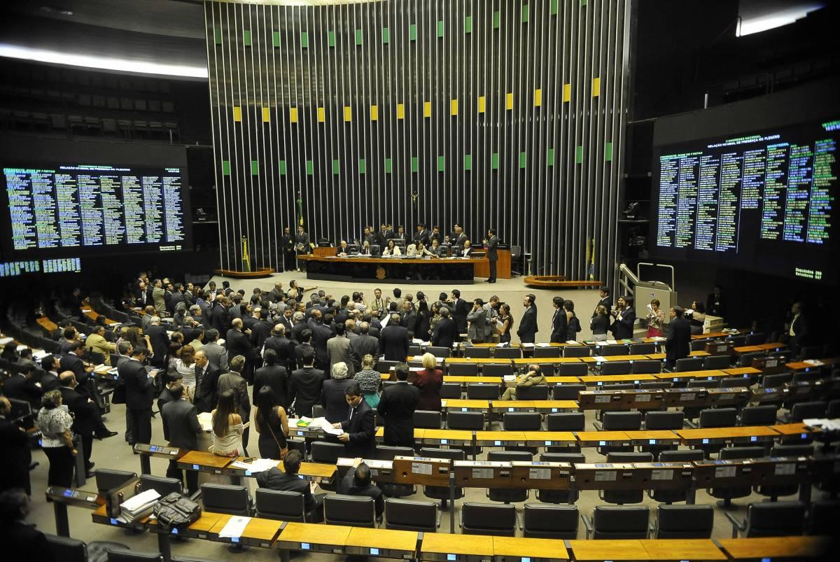07 53 03 901 file - Deputados que respondem a inquéritos no STF deram 42% dos votos pró-temer
