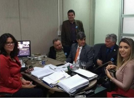 17082017091404 - Em Brasília, prefeita de Monteiro cumpre agenda ao lado de Wellington Roberto
