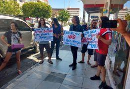 Protesto em Patos: Manifestantes se indignaram com presença do senador Cássio