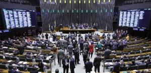 2ago2017 plenario da camara dos deputados em brasilia nesta quarta feira quando sera votada a denuncia contra o presidente michel temer 1501688687672 615x300 300x146 - Deputados aprovam o fim das coligações