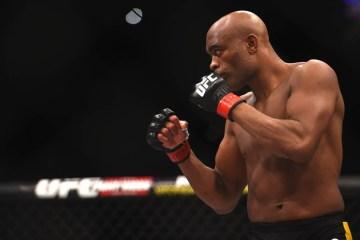 'Capaz de seguir competindo no MMA', diz Anderson Silva dois dias após anunciar aposentadoria