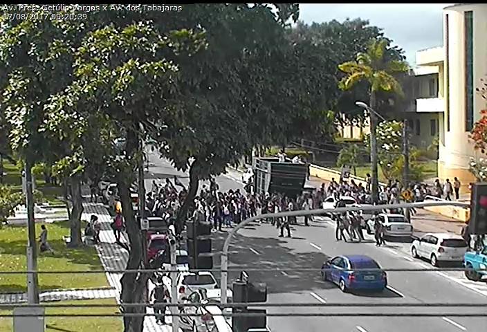 ato público - Estudantes realizam protesto no Centro de João Pessoa