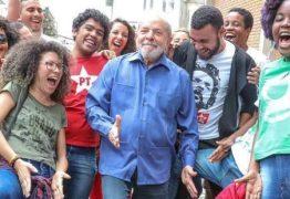 VEJA VÍDEO: Lula deixa o 'paz e amor' e vai para 'sarrada no ar' e bomba na internet