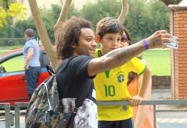 Marcelo, Casemiro e Firmino chegam a Porto Alegre e seleção fica completa