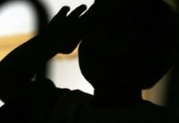 Menino de 8 anos é violentado e preso em armário