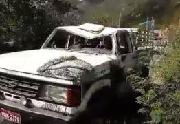 Capotamento de carro 'pau de arara' que transportava time de futebol amador causa morte de atleta de 14 anos