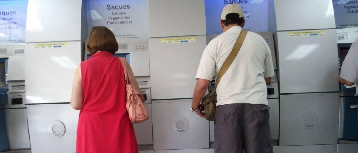 Bancos digitais fecham acordo para ampliar rede de caixas eletrônicos para os clientes