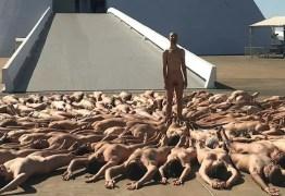 """Foto de nudez artística tirada em Brasília é citada no exterior: """"País de índios, corruptos e gente que tira a roupa…"""" – VEJA 7 FOTOS"""
