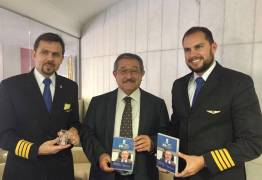 José Maranhão recebe documentário por sua ajuda a aeronáutica nacional