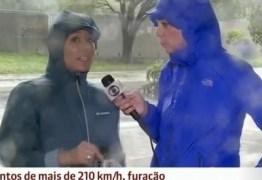 VEJA VÍDEO: Calça de repórter rasga durante cobertura ao vivo do furacão Irma