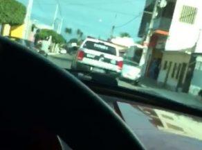 CARRO POLÍCIA e1506523522620 - VEJA O VÍDEO: Filho de vice-prefeita, de 11 anos, grava vídeo xingando a Polícia enquanto dirige; mãe pede desculpas