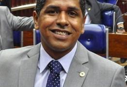 Suplente já assumiu deputação como governista e volta pela oposição