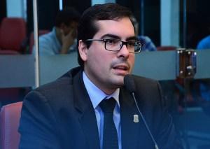 Lucas de Brito 1 300x213 - Lucas de Brito acusa Tião Gomes de diarreia verbal